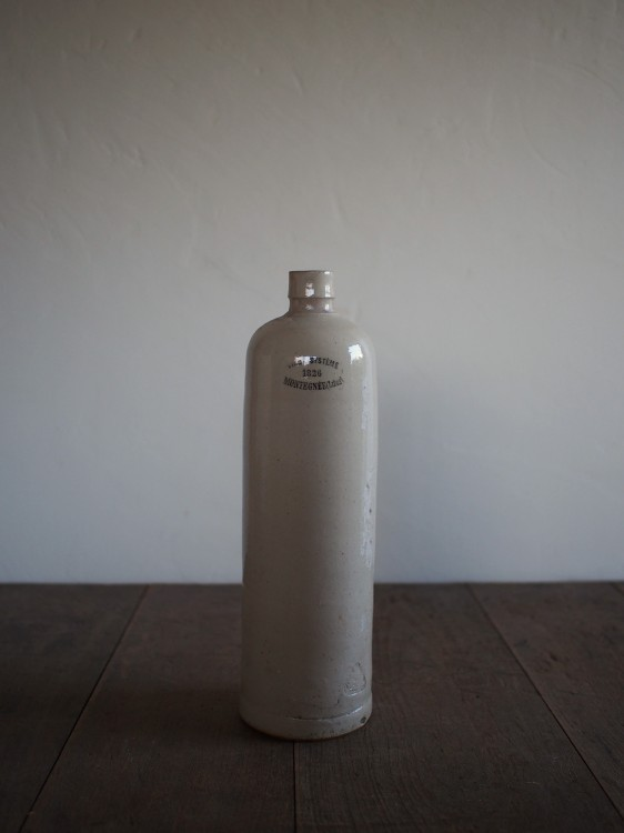 EARTHENWARE BOTTLE B