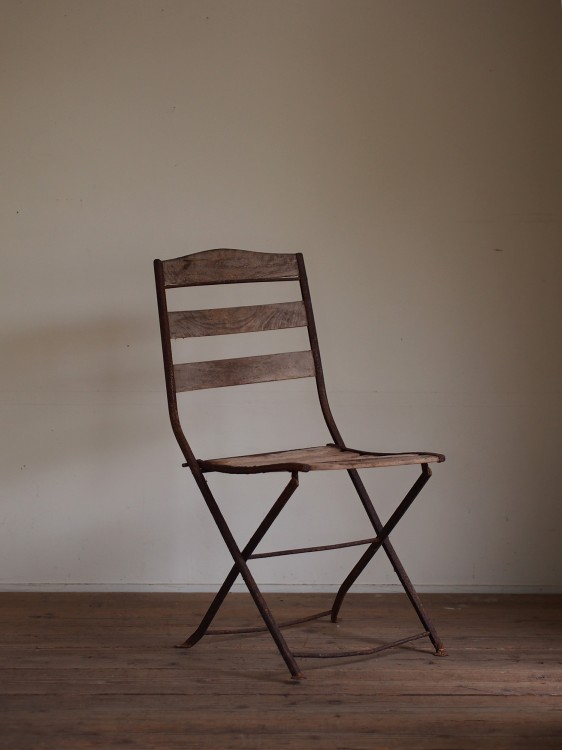 IRON FRAME CHAIR