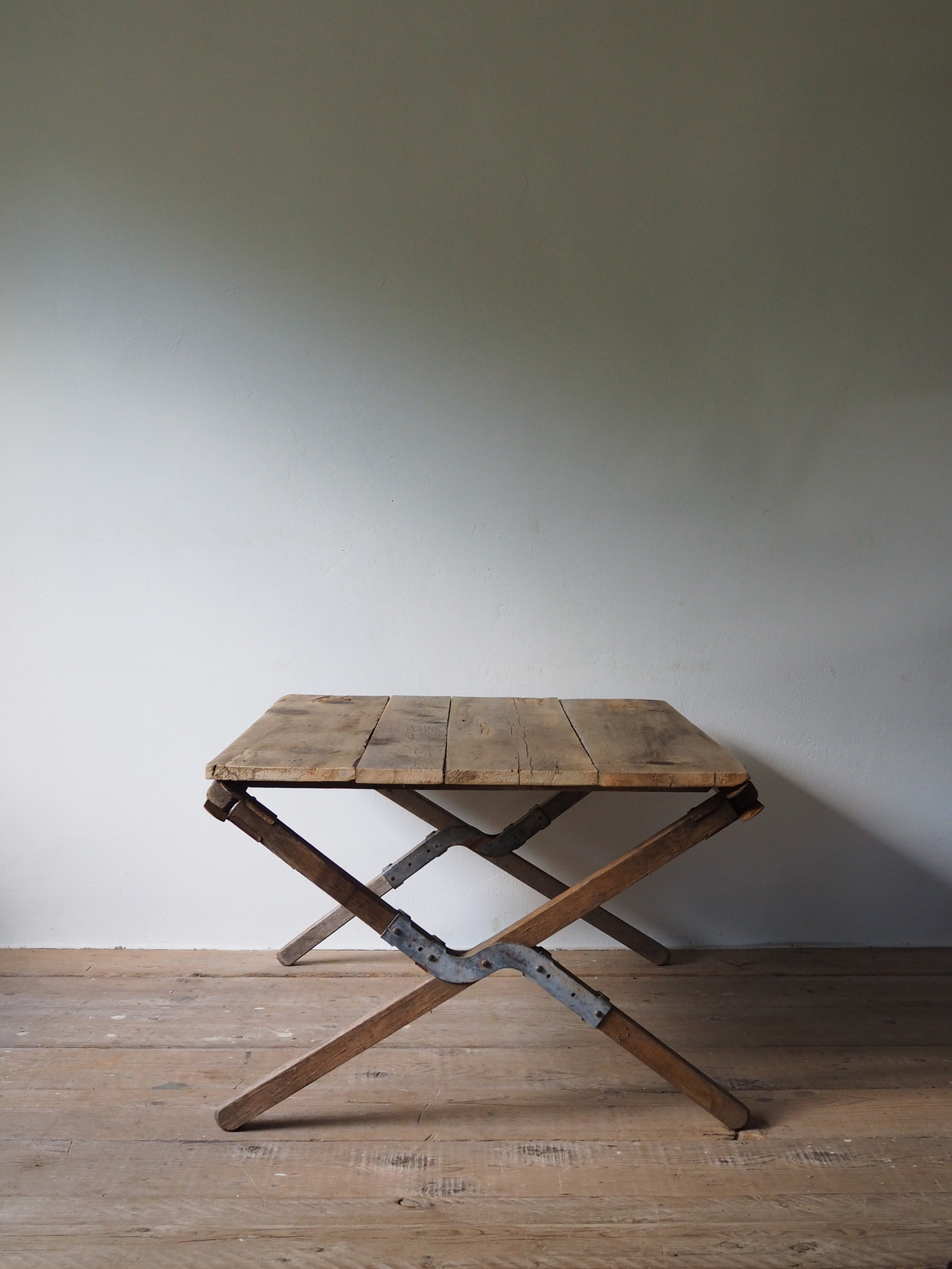 FOLDING LOW TABLE 025