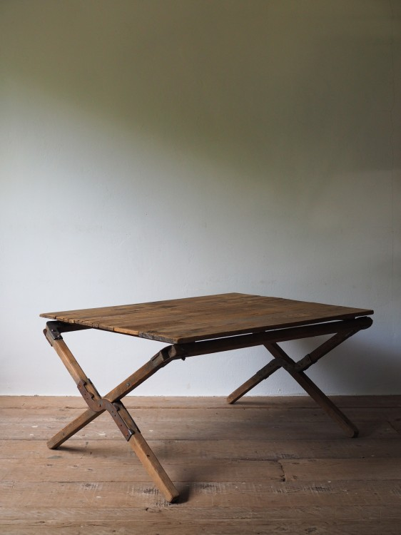 FOLDING LOW TABLE 026