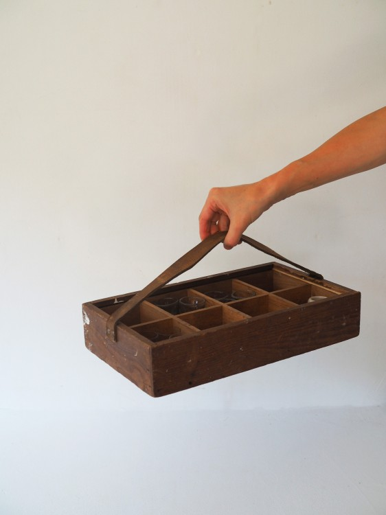 BOX WITH LEATHER HANDLE RE