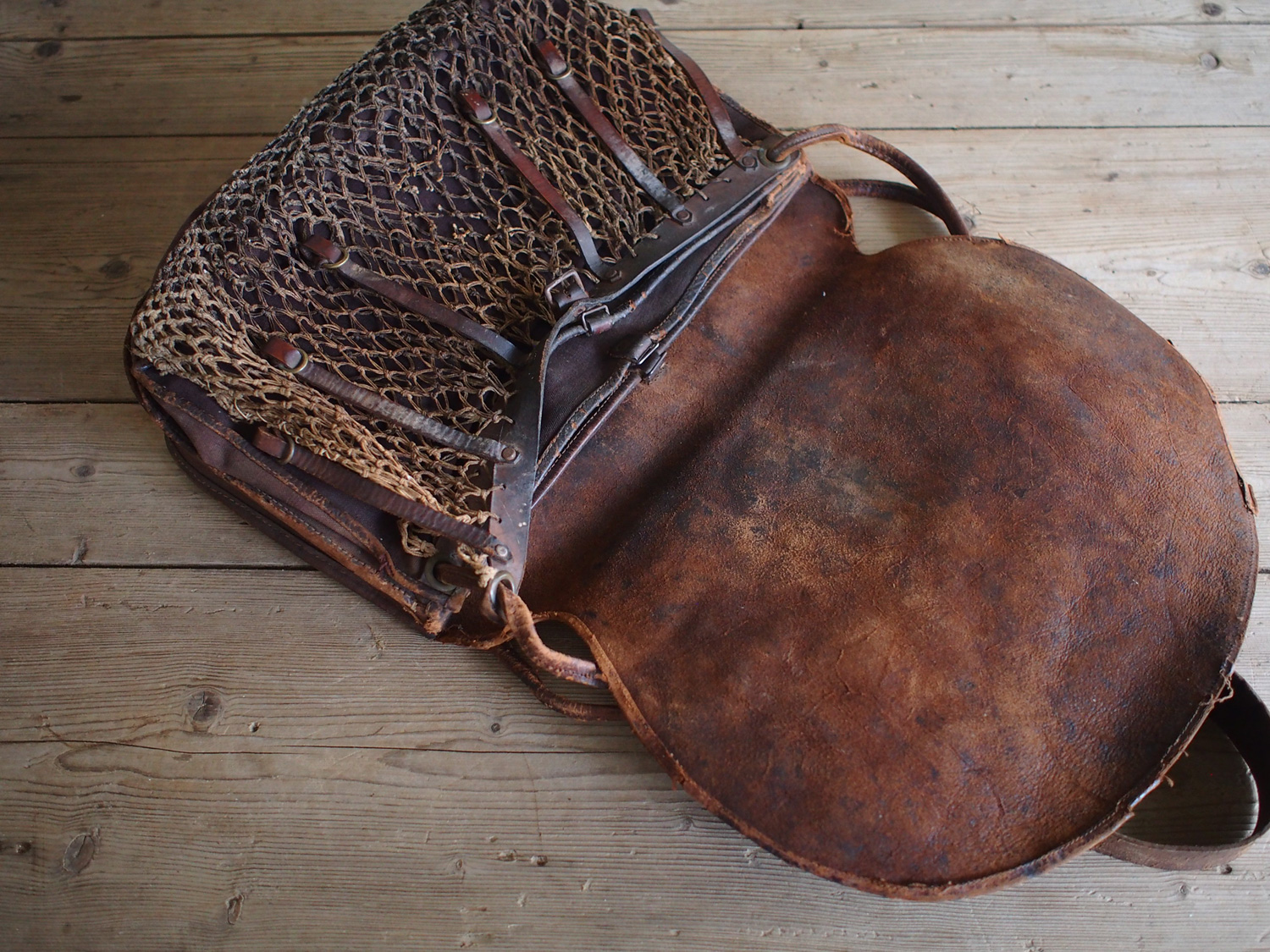 FISHING BAG LEATHER