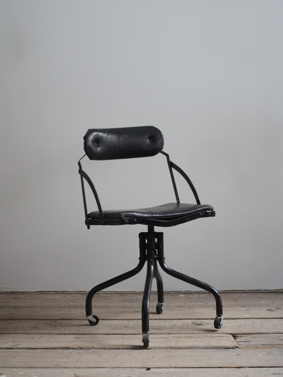 DOMORE CHAIR